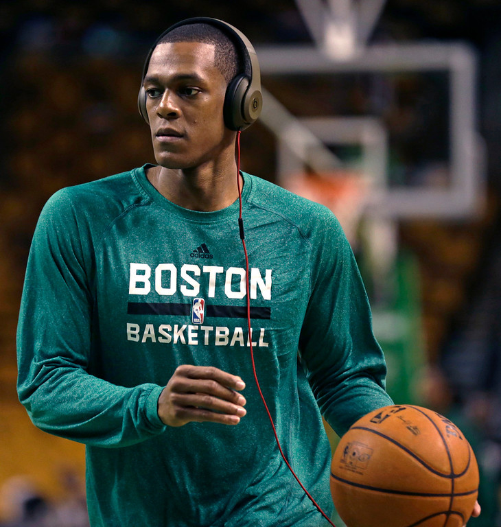 ". Boston Celtics guard Rajon Rondo wears headphones as he works out during a practice before an NBA basketball game against the Los Angeles Lakers, in Boston, Friday, Jan. 17, 2014. Celtics head coach Brad Stevens and general manager Danny Ainge both said Rondo would return for the game ""barring any setbacks.\"" (AP Photo/Charles Krupa)"