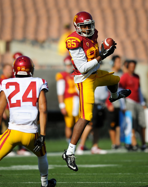 . USC WR Victor Blackwell catches a pass as DB Elijah Steen closes in at the spring game. (Photo by Michael Owen Baker/L.A. Daily News)