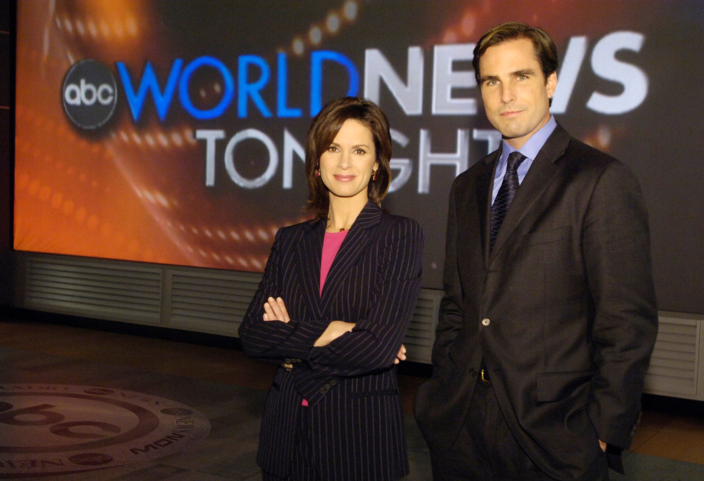 ". This photo supplied by ABC shows Elizabeth Vargas and Bob Woodruff, named co-anchors  of an expanded version of ABC\'s ""World News Tonight \"" posing in New York, Monday, Dec. 5, 2005.  (AP Photo/ABC,Jeff Neira)"