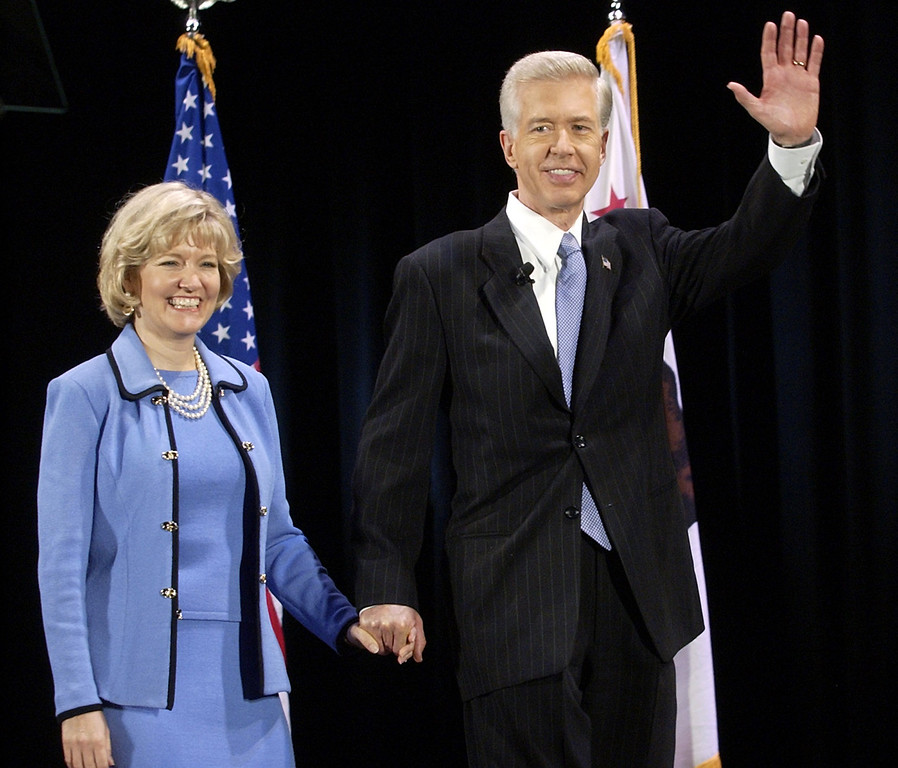 . Gov. Gray Davis waves to the cheering crowd as he walks onstage with his wife Sharon to give his first major address on the recall election aimed at removing him from office, Tuesday, Aug. 19, 2003, on the campus of UCLA in Los Angeles. (AP Photo/Reed Saxon)