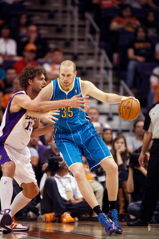 . New Orleans Hornets\' Chris Kaman, right, against Phoenix Suns\' Robin Lopez, left, in an NBA basketball game Sunday, April 1, 2012, in Phoenix.(AP Photo/Paul Connors)