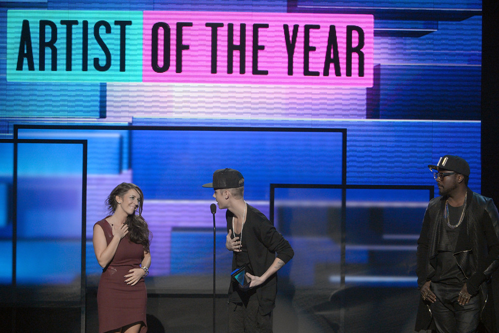 . LOS ANGELES, CA - NOVEMBER 18:  Singer Justin Bieber (C) accepts the award for Artist of the Year with Pattie Malette and will.i.am onstage during the 40th American Music Awards held at Nokia Theatre L.A. Live on November 18, 2012 in Los Angeles, California.  (Photo by Kevin Winter/Getty Images)