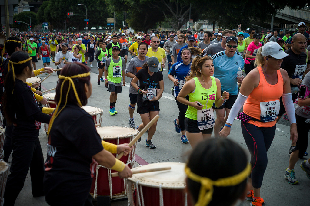. Tyco drummers encourage runners near Grand Avenue during the 29th Los Angeles Marathon Sunday, March 9, 2014.   (Photo by David Crane/Los Angeles Daily News.)