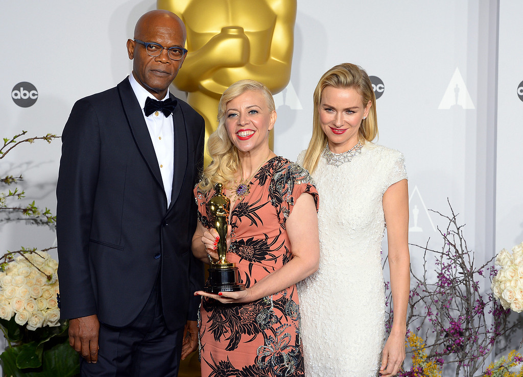 . Catherine Martin, who won the Oscar for Achievement in Costume Design, with Samuel L. Jackson (L) and (R) Naomi Watts  backstage at the 86th Academy Awards at the Dolby Theatre in Hollywood, California on Sunday March 2, 2014 (Photo by David Crane / Los Angeles Daily News)
