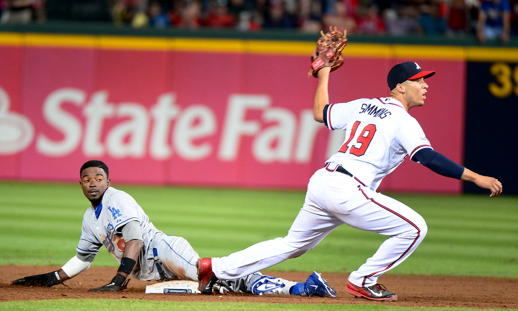 . Dodgers\' pinch runner Dee Gordon gets out by Atlanta Braves\' Andrelton Simmons as he steels second in the ninth during their 4-3 loss to the Braves Friday, October 4, 2013 at Turner Field in Atlanta, Georgia. (Photo by Sarah Reingewirtz/Pasadena Star- News)