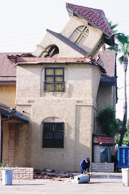 . The quake toppled the steeple at Trinity Church in San Fernando.   Hans Gutknecht/Los Angeles Daily News