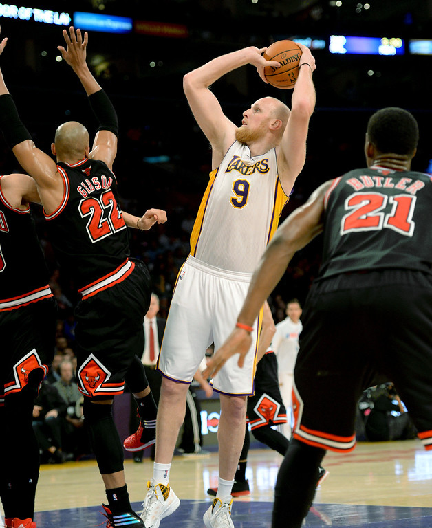 . The Los Angeles Lakers\' Chris Kaman shoots two point over the Chicago Bulls in the NBA basketball game at Staples Center in Los Angeles, CA. on Sunday, February 9, 2014. (Photo by Sean Hiller/ Daily Breeze).