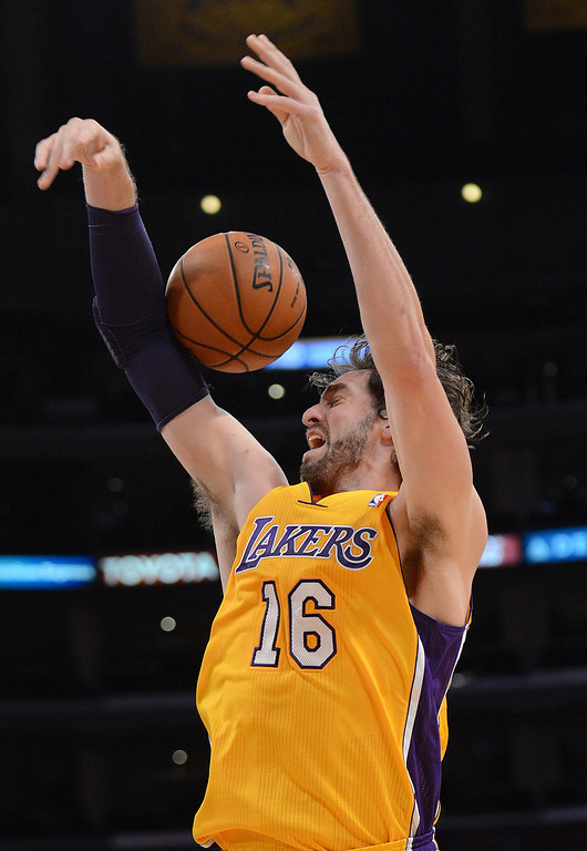 . The Lakers� Pau Gasol #16 is fouled during htier game against the Grizzlies at the Staples Center in Los Angeles Friday, November 15, 2013. (Photo by Hans Gutknecht/Los Angeles Daily News)