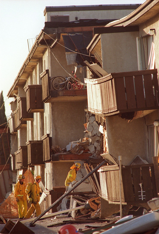 . Rescuers enter the collapsed Northridge Meadows Apartments on Reseda Boulevard in Northridge following the Northridge Quake in 1994. (Photo by Michael Owen Baker/L.A. Daily News)