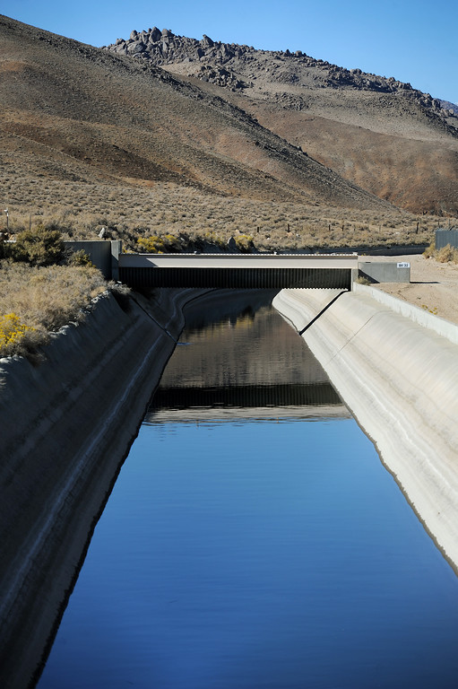 . The Los Angeles Aqueduct south of Lone Pine in the Owens Valley. (Photo by Michael Owen Baker/L.A. Daily News)