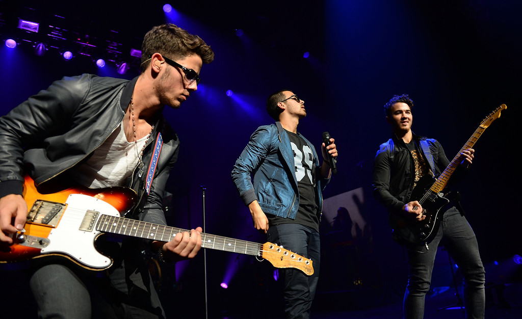 . UNIVERSAL CITY, CA - AUGUST 16:  (L-R) Nick Jonas, Joe Jonas and Kevin Jonas of the musical group \'Jonas Brothers\' perform at the Gibson Amphitheatre on August 16, 2013 in Universal City, California.  (Photo by Mark Davis/Getty Images)