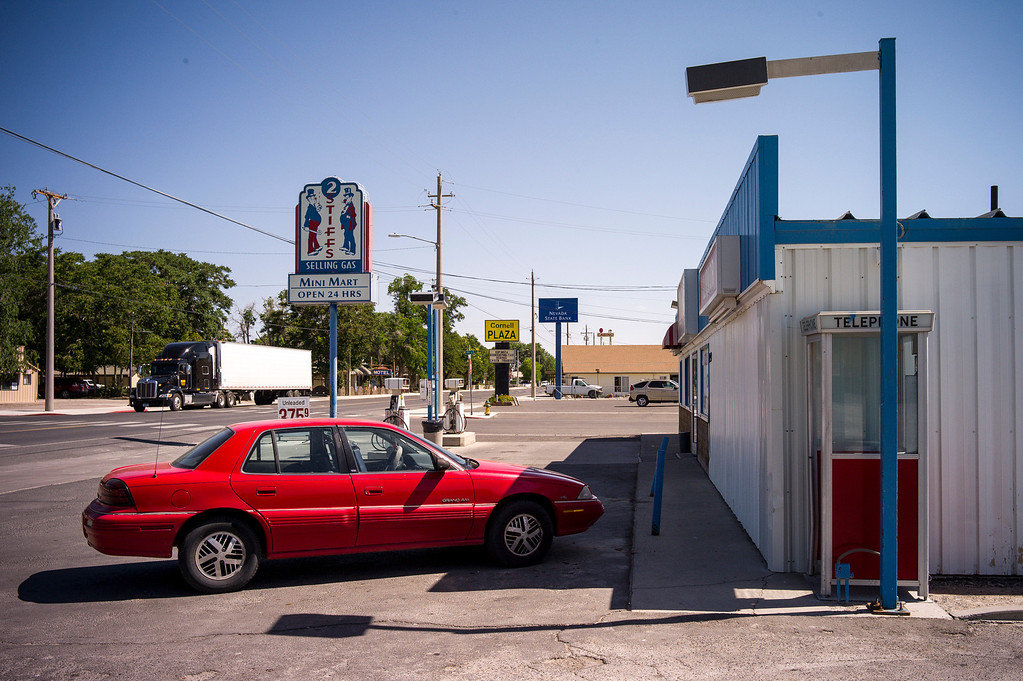 ". The ""2 Stiffs\"" mini-mart in Lovelock, Nevada.  The small town has been put on the map since Simpson was locked up at the Nevada Prison near town.    (Photo by David Crane/Los Angeles Daily News.)"
