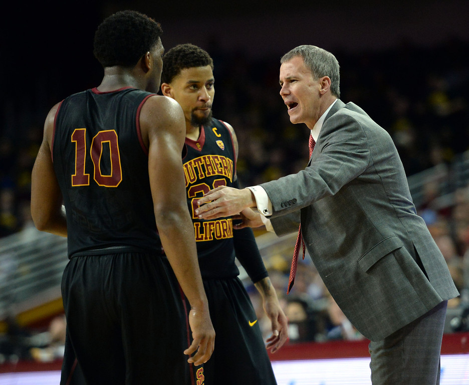 . Southern California head coach Andy Enfield talks with  Pe\'Shon Howard (10) and J.T.Terrell (20) in the second half of a PAC-12 NCAA basketball game at Galen Center in Los Angeles, Calif., on Saturday, Feb. 8, 2014. UCLA won 83-73. (Keith Birmingham Pasadena Star-News)
