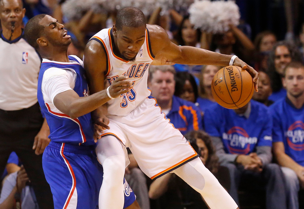 . Oklahoma City Thunder forward Kevin Durant, right, drives against Los Angeles Clippers guard Chris Paul, left, in the second quarter of Game 1 of the Western Conference semifinal NBA basketball playoff series in Oklahoma City, Monday, May 5, 2014. (AP Photo/Sue Ogrocki)