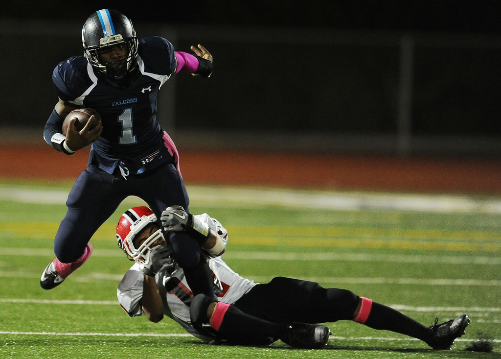. Duarte\'s Sam Edwards (1) catches a pass for first down against Gladstone in the first half of a prep football game at Duarte High School in Duarte, Calif., Thursday, Oct. 10, 2013.    (Keith Birmingham Pasadena Star-News)