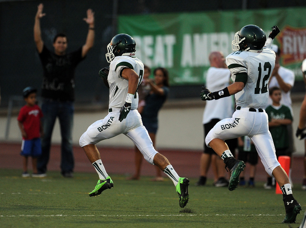 . Bonita\'s Jacob Karim (C) recovers a San Dimas fumble and runs for a touchdown in the first half of a prep football game at Citrus College on Thursday, Aug. 29, 2013 in Glendora, Calif.   (Keith Birmingham/Pasadena Star-News)