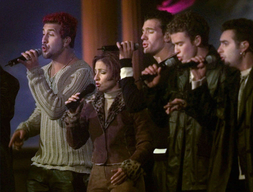. Gloria Estefan, second fom the left, joins up with members of \'N Sync during VH1\'s Concert of the Century on the South Lawn of the White House, Saturday Oct. 23, 1999, in Washington. \'N Sync members from left are Joey Fatone, Joshua Chasez, Justin Timberlake and Chris Kirkpatrick. (AP Photo/Pablo Martinez Monsivais)