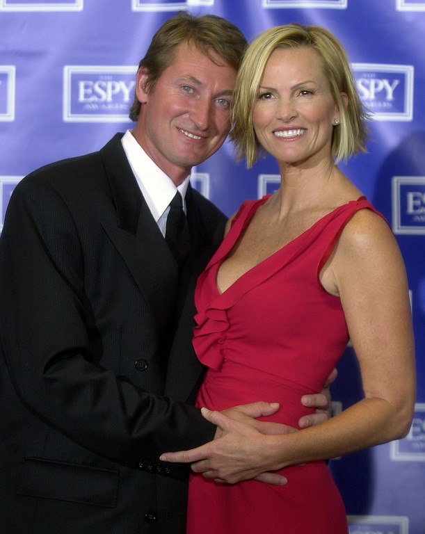 . Wayne Gretzky poses with his wife, actress Janet Jones, after they presented an award during the 10th annual ESPY Awards, Wednesday, July 10, 2002, in Los Angeles. (AP Photo/Krista Niles)