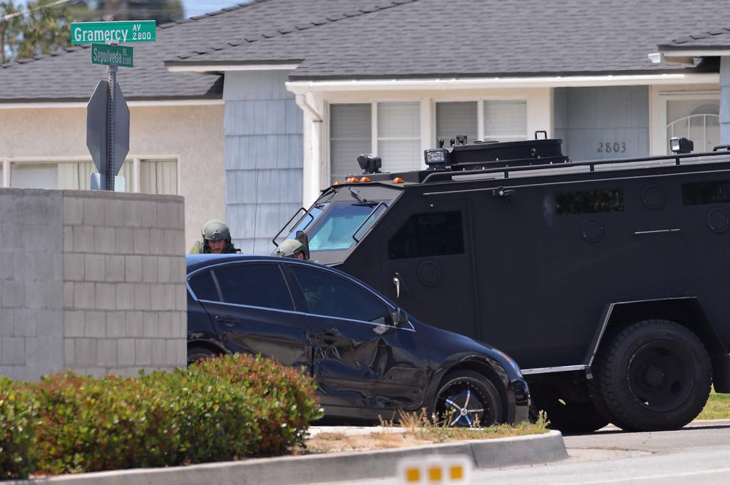 . 0508_NWS_TDB-L-ARREST--- Torrance, CALIFORNIA--5/7/13--- Staff Photo: Robert Casillas / LANG--- Torrance police capture Redondo Beach burglary suspect on Sepulveda Blvd at Gramercy Ave. after brief chase. SWAT team clears car.
