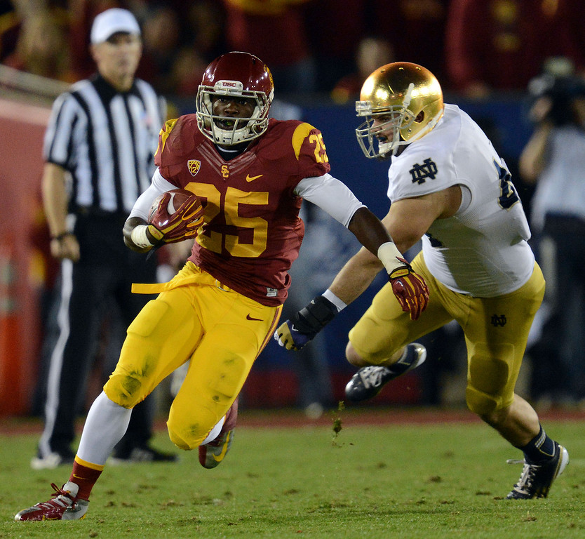 . USC\'s  Silas Redd (25) rushes the ball during their game against Notre Dame at the Los Angeles Memorial Coliseum Saturday, November 24, 2012. (Hans Gutknecht/L.A. Daily News)