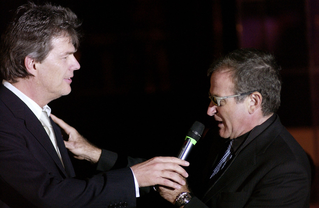 """. PHOENIX, AZ- MARCH 15:  Actor Robin Williams (R) and writer/musician David Foster auction off items to guests during \""""Celebrity Fight Night IX\"""" fundraiser at the Arizona Biltmore Hotel on March 15, 2003 in Phoenix, Arizona.  Celebrity Fight Night is a non-profit organization which raises money for several national research centers and charities.  (Photo by Robert Mora/Getty Images)"""