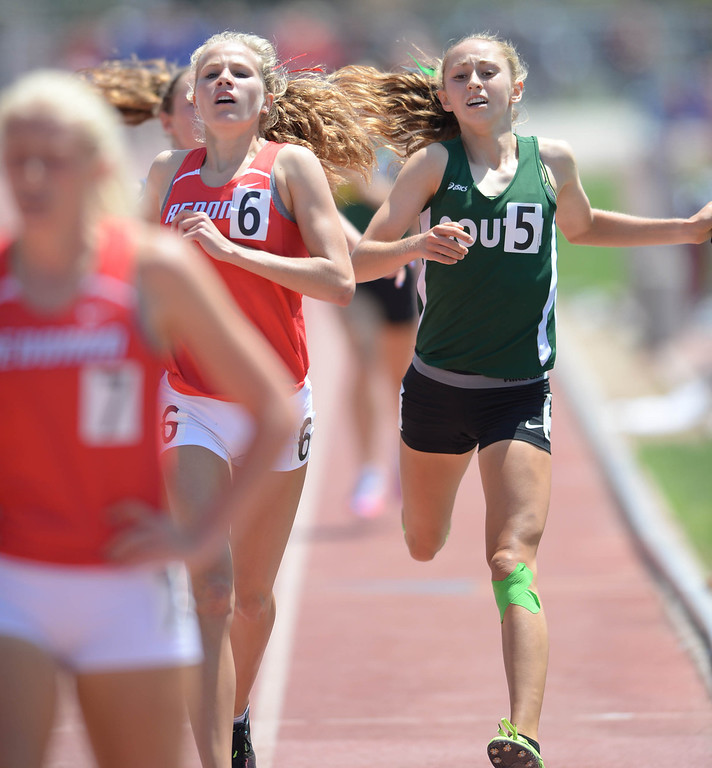 . Redondo\'s Cara Ulizio and South\'s Kimberly Coscia kick to the finish in the 1600 meter Division 2 race of the CIF Southern Section Track and Field Championships Saturday at Mt. SAC.  Redondo\'s Kayla Ferron won. 20130518 Photo by Steve McCrank / Staff Photographer