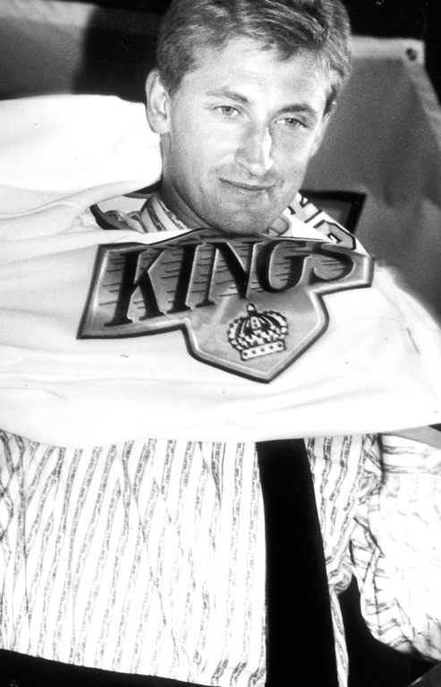 . Wayne Gretzky tries on redesigned Kings jersey on 8/9/88.   L.A. Daily News file photo