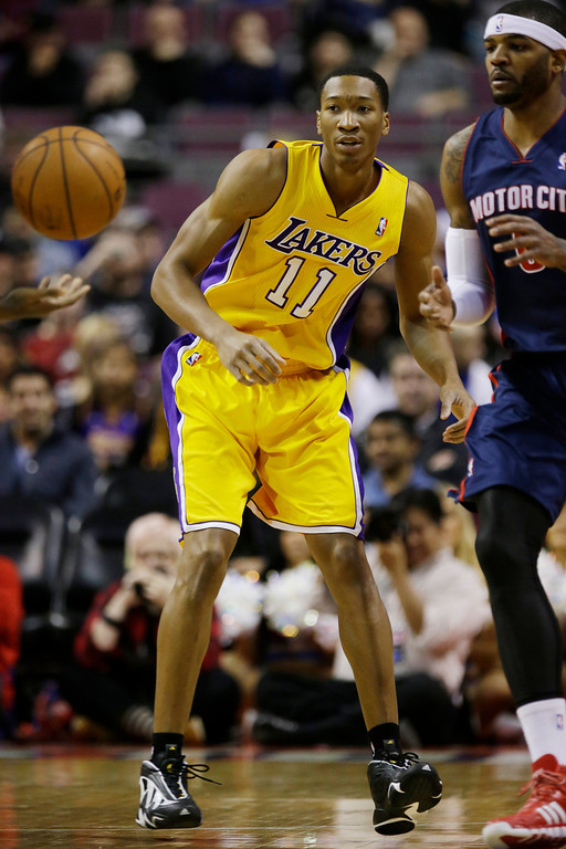 . Los Angeles Lakers guard Wesley Johnson (11) defends Detroit Pistons forward Josh Smith (6) during the first quarter of an NBA basketball game at the Palace in Auburn Hills, Mich., Friday, Nov. 29, 2013. (AP Photo/Carlos Osorio)