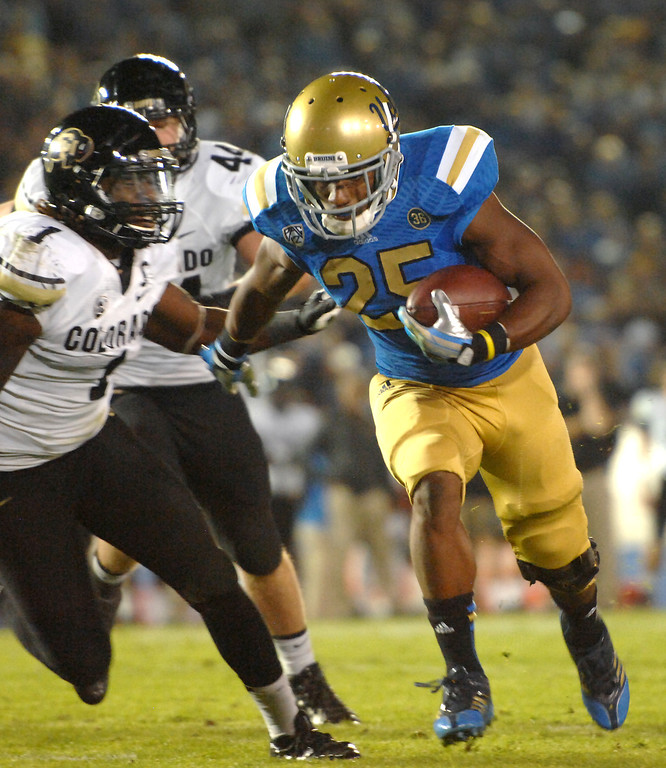 . UCLA RB Damien Thigpen goes in for a five-yard touchdown run against Colorado in the third quarter, Saturday, November 2, 2013, at the Rose Bowl. (Photo by Michael Owen Baker/L.A. Daily News)