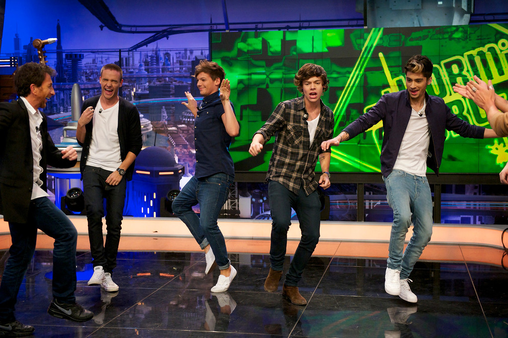 ". MADRID, SPAIN - OCTOBER 31:  (L-R) Liam Payne, Louis Tomlinson, Harry Styles, Zayn Malik and Niall Horan of One Direction attend ""El Hormiguero\"" Tv show at Vertice Studio on October 31, 2012 in Madrid, Spain.  (Photo by Juan Naharro Gimenez/Getty Images)"
