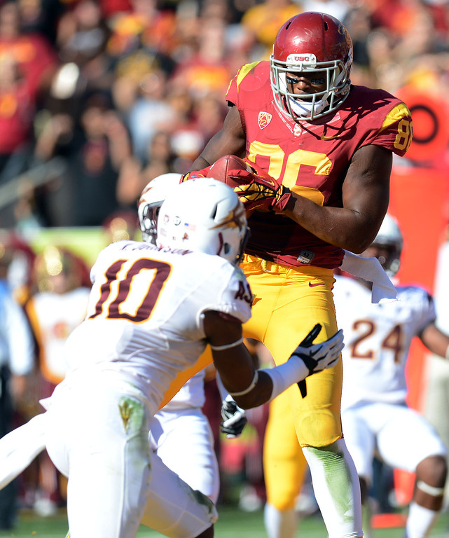 . USC\'s Xavier Grimble #86 hauls in a touchdown pass as Arizona State\'s Keelan Johnson #10 defends in the 2nd quarter during their PAC 12 Conference game at the Los Angeles Memorial Coliseum Saturday, November 10th 2012. (Hans Gutknecht/L.A. Daily News)