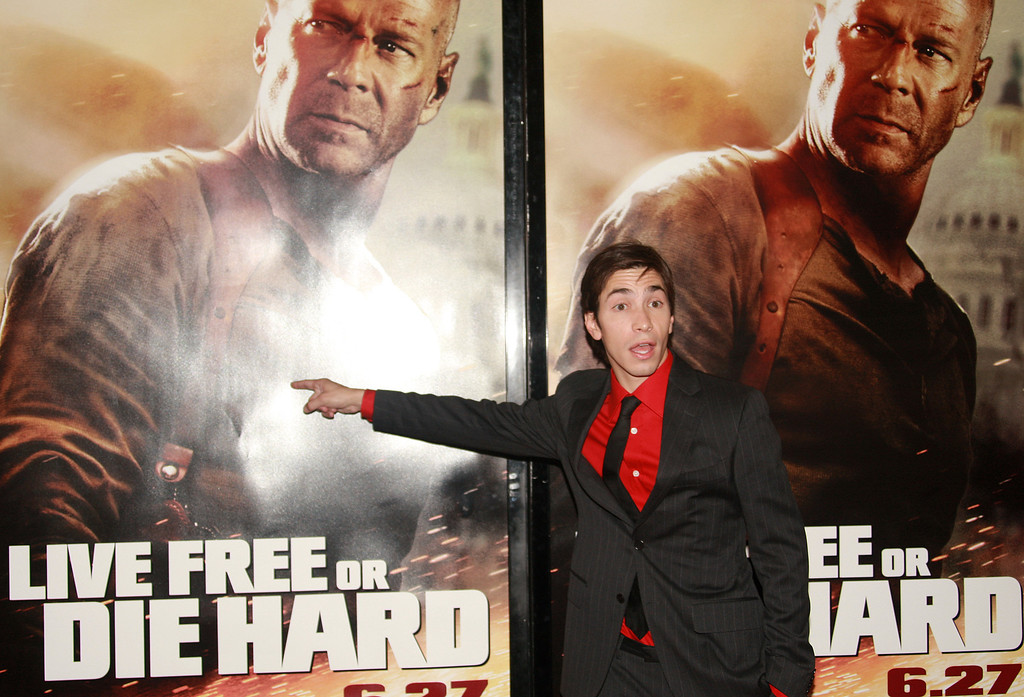 ". NEW YORK - JUNE 22:  Actor Justin Long attends the premiere of ""Live Free Or Die Hard\"" presented by Twentieth Century Fox at Radio City Music Hall on June 22, 2007 in New York City.  (Photo by Evan Agostini/Getty Images)"