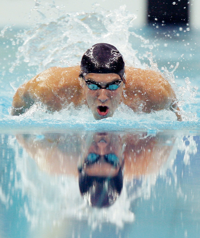 . United States\' Michael Phelps swims to setting a new world record and winning the gold in the final of the men\'s 400-meter individual medley during the swimming competitions in the National Aquatics Center at the Beijing 2008 Olympics in Beijing, Sunday, Aug. 10, 2008. (AP Photo/David J. Phillip)