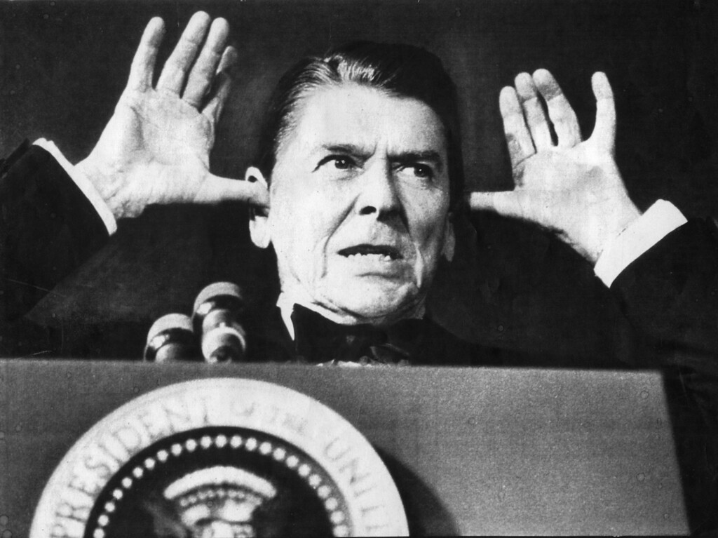 """. While addressing the audience at the White House News Photographers Association dinner, President Reagan said, \""""I\'ve been told this is all off the record and the cameras are off and I\'ve been waiting years to do this.\""""   (1980s)   (Los Angeles Daily News file photo)"""