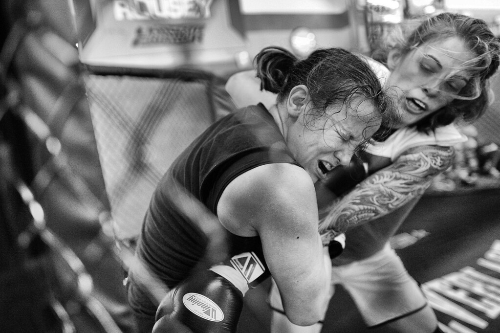 . Shayna Baszler and Jessamyn Duke spar at Glendale Fighting Club in Glendale. (Photo by Hans Gutknecht/Los Angeles Daily News)