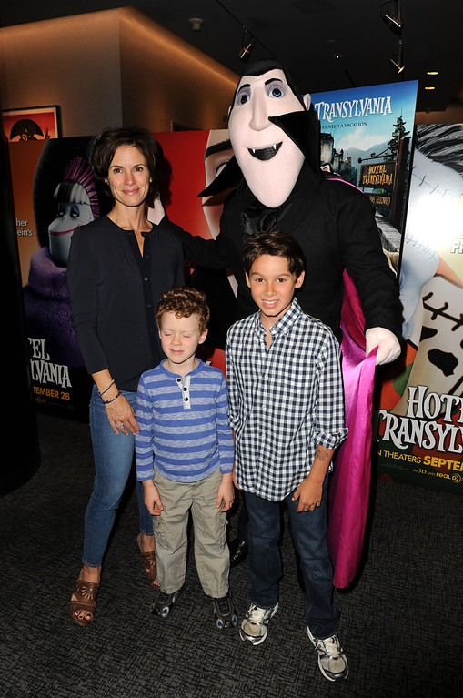 ". NEW YORK, NY - SEPTEMBER 22:  Elizabeth Vargas attends the ""Hotel Transylvania\"" New York Premiere at Lighthouse International Theater on September 22, 2012 in New York City.  (Photo by Craig Barritt/Getty Images)"