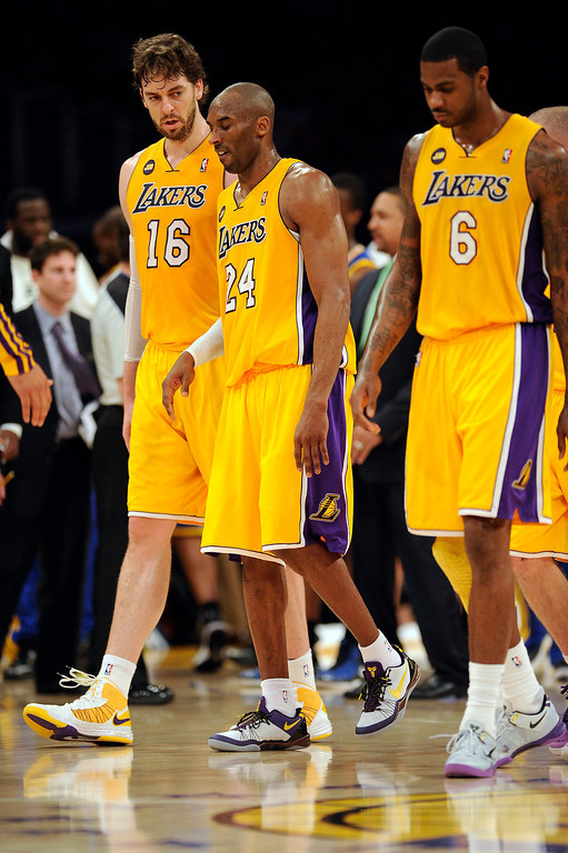 . The Lakers\' Kobe Bryant #24 walks off the court after hurting his ankle during their game against the Warriors at the Staples Center in Los Angeles Friday, April 12, 2013. The Lakers beat the Warriors 118-116. (Hans Gutknecht/Los Angeles Daily News)