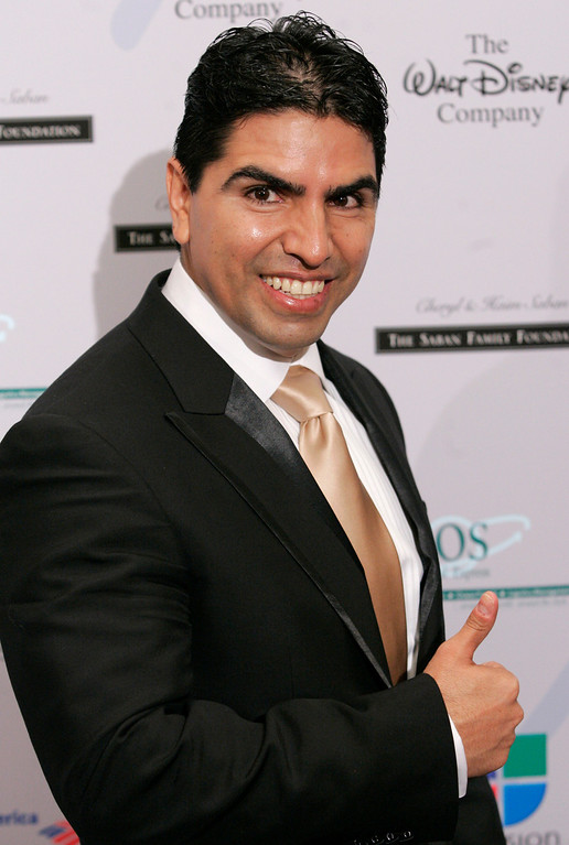 ". Radio personality Eddie ""Piolin\"" Sotelo poses on the press line at the National Hispanic Media Coalition\'s Impact Awards gala in Beverly Hills, Calif. on Friday, Feb. 22, 2008. (AP Photo/Dan Steinberg)"