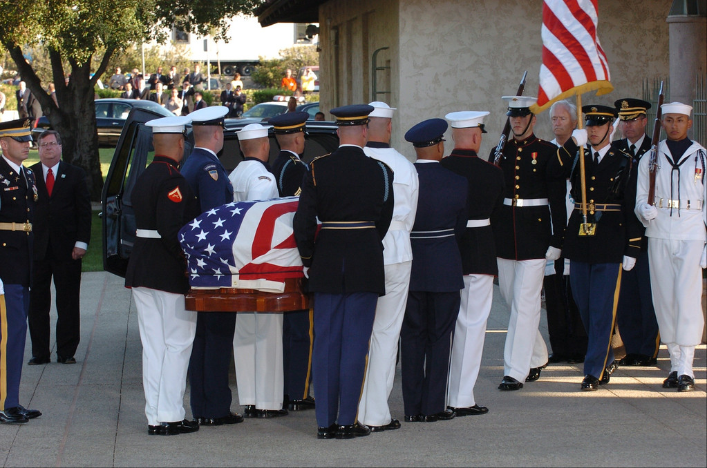 . 6/11/04--Simi Valley-- The body of Ronald Reagan the 40th President of the United States arrives at the the Library baring his name to be laid to rest in Simi Valley, Ca, Friday, June 11, 2004. ( Gus Ruelas /LA Daily News)