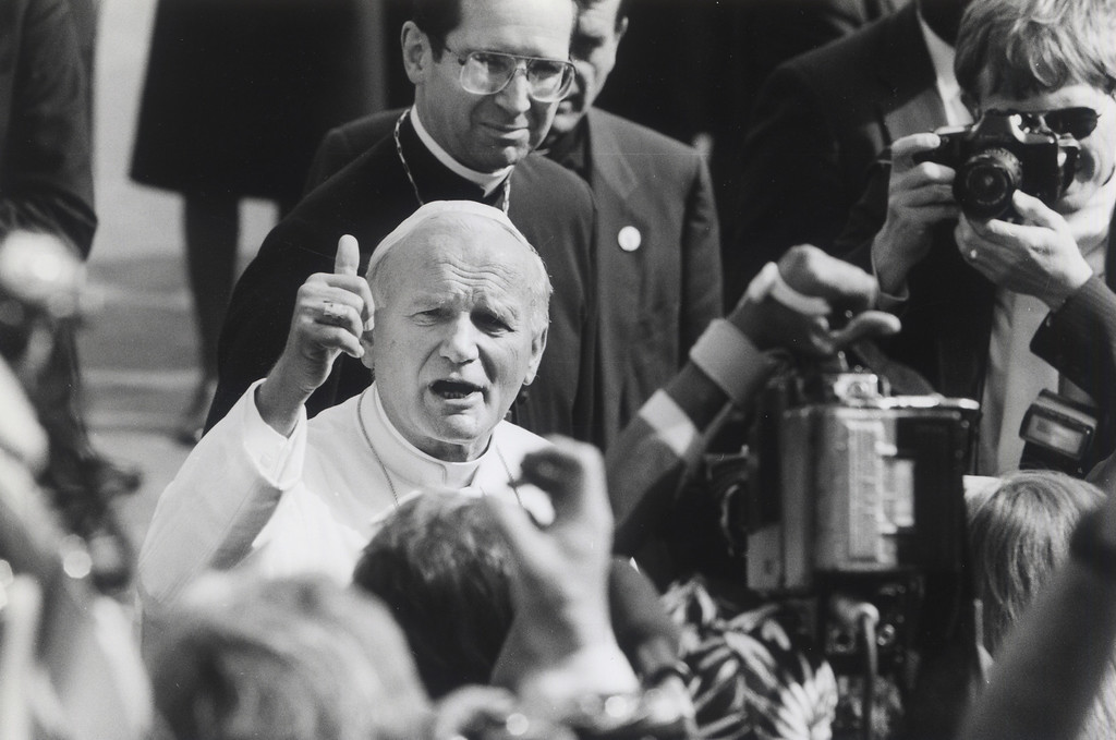 . Pope John Paul II arrives at LAX in 1987. (Los Angeles Daily News File Photo)