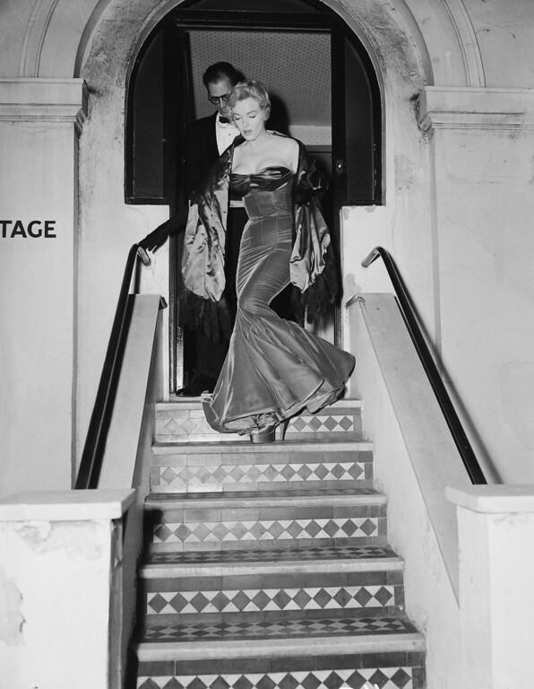 . American actress Marilyn Monroe (1926 - 1962) and her husband Arthur Miller (1915 - 2005) leave the Comedy Theatre in London after a performance of Miller\'s play, \'A View from the Bridge\', 12th October 1956. (Photo by Hulton Archive/Getty Images)