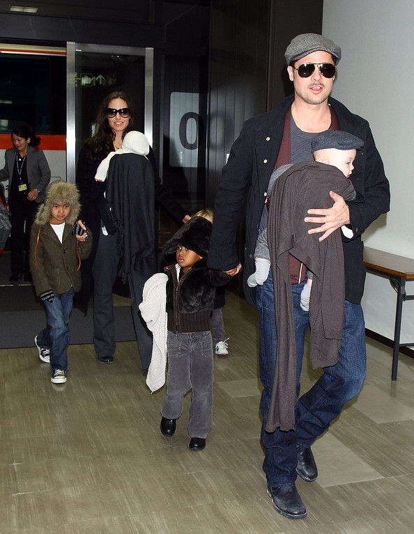 ". NARITA, JAPAN - JANUARY 27:  Actor Brad Pitt and Angelina Jolie arrive at Narita International Airport with their children (L to R) Maddox, Vivienne, Zahara and Knox on January 27, 2009 in Narita, Chiba, Japan. Brad is visiting Japan to promote his film ""The Curious Case Of Benjamin Button\"".  (Photo by Junko Kimura/Getty Images)"