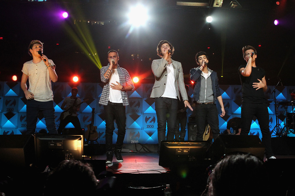 . NEW YORK, NY - DECEMBER 07:  (L-R) Niall Horan, Harry Styles, Liam Payne, Zayn Malik and Louis Tomlinson of One Direction performs onstage during Z100\'s Jingle Ball 2012, presented by Aeropostale, at Madison Square Garden on December 7, 2012 in New York City.  (Photo by Kevin Kane/Getty Images for Jingle Ball 2012)