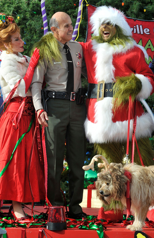 . Sheriff Lee Baca and the Grinch made nice when the green one agreed to display some Christmas spirit.  Los Angeles County Sheriff Lee Baca, The Grinch and his faithful dog, Max, Cindy-Lou Who, Mayor-Who and every Who down in Who-ville, were joined by 100 Los Angeles elementary school students from the Inner City Educational Foundation charter school.   Universal City, CA. 12-17-2009. (John McCoy/L.A. Daily News)