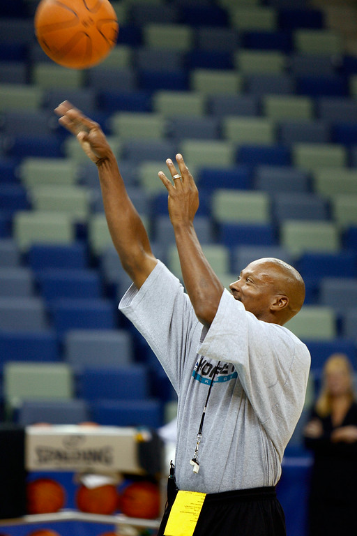 . New Orleans Hornets coach Byron Scott sinks a free throw during the team\'s basketball practice in New Orleans on Friday, Oct. 6, 2006.(AP Photo/Alex Brandon)