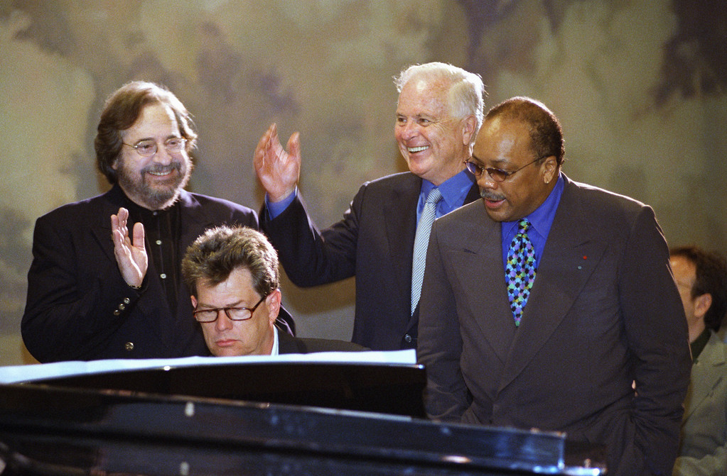 """. Los Angeles Mayor Richard Riordan, second from right, joins musicians Phil Ramone, David Foster and Quincy Jones, left to right, in a rendition of Randy Newman\'s \""""I Love L.A.\"""" after announcing that the Grammy Awards are returning to Los Angeles during a news conference in Beverly Hills, California on Tuesday, June 16, 1998. The announcement comes four months after New York Mayor Rudolph Giuliani got into a public spat with the head of the awards show. (AP Photo/Chris Pizzello)"""