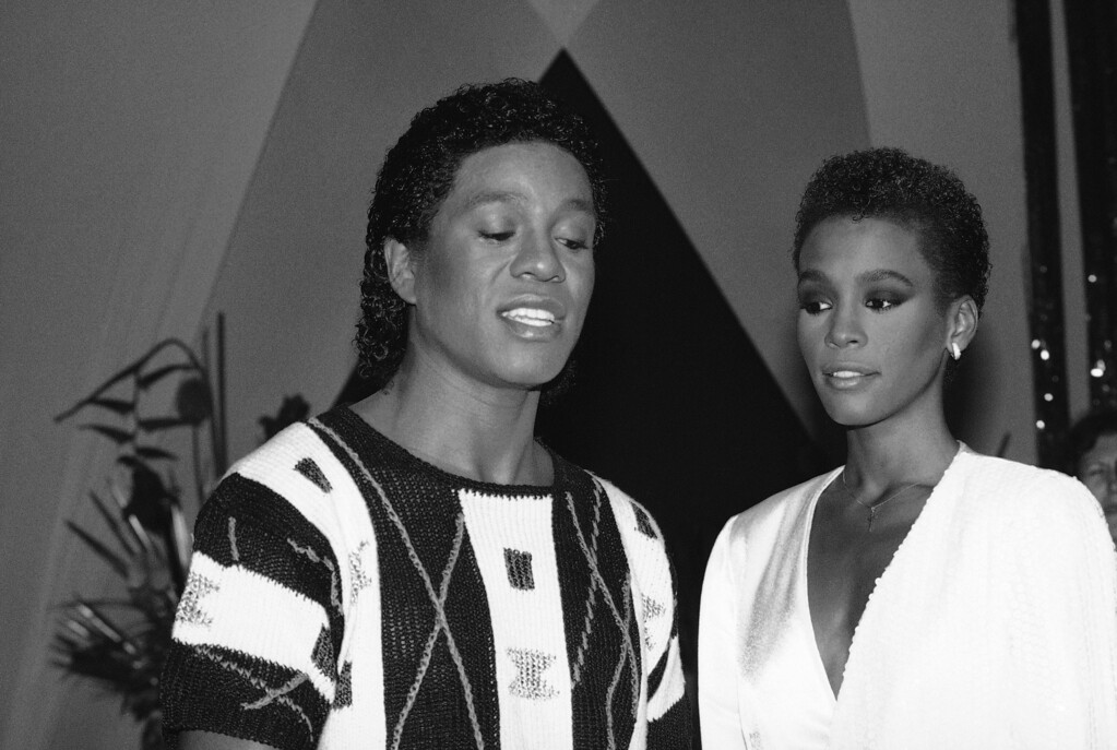 """. Jermaine Jackson, left, one of the Jackson brothers, is shown with singer Whitney Houston, during rehearsal for a segment of \""""As The World Turns, \"""" July 25, 1984, in New York.  (AP Photo/Marty Lederhandler)"""