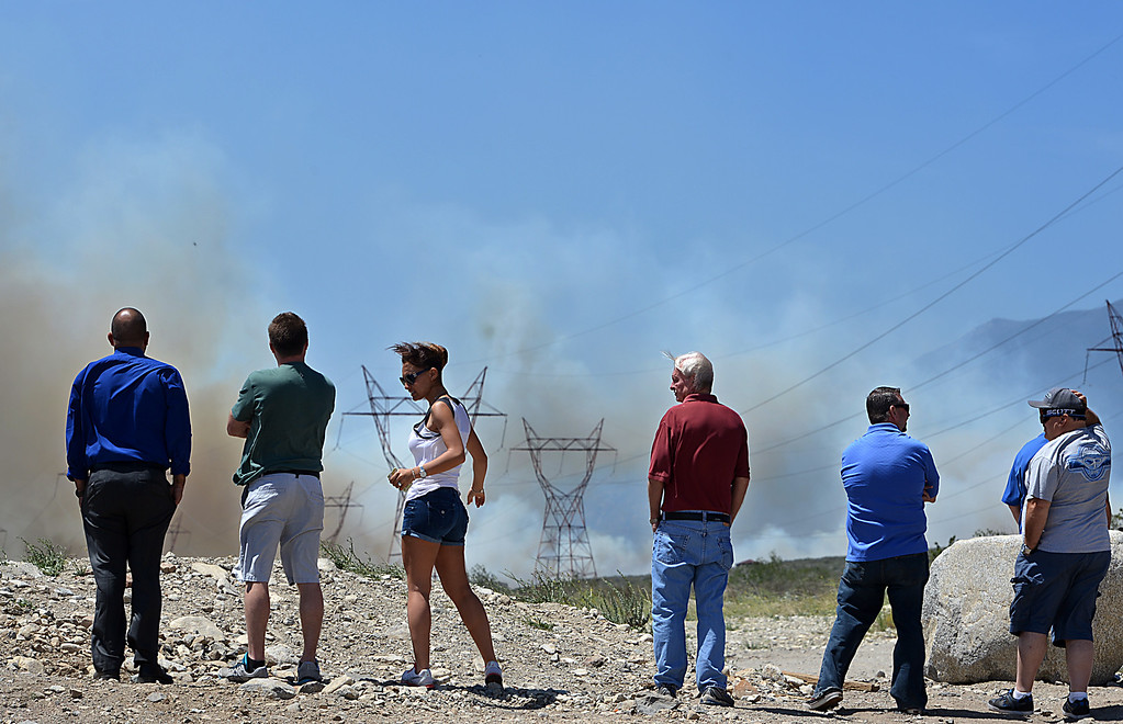 . A group of people watch as the Etiwanda Fire burns to the west of Golden Ridge Place in Rancho Cucamonga. Driven by fierce winds the fire has grown to about 800 acres, threatening homes and forcing some residents to evacuate. (Photo by Rick Sforza/Inland Valley Daily Bulletin)