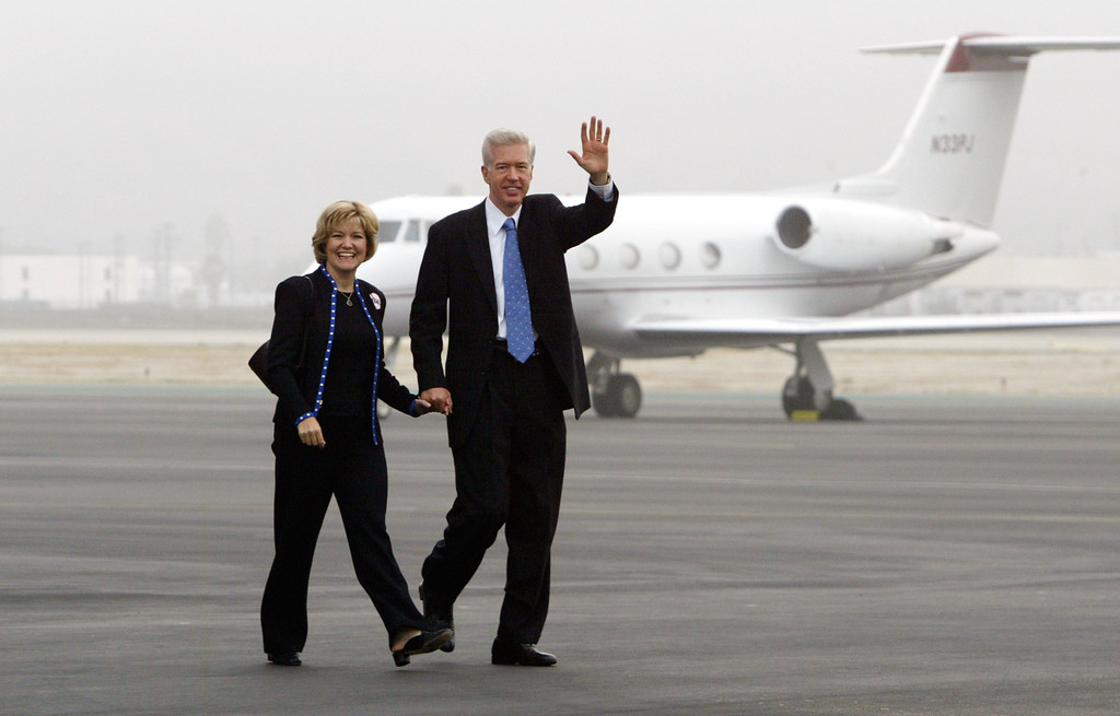 """. BURBANK, CA - OCTOBER 6:  California Gov. Gray Davis (R) and First Lady Sharon walk across the tarmac to board their flight at Burbank Airport on the eve of the recall election October 6, 2003 in Burbank, California.  Davis is on a three-day \""""Just Say No Fly Around\"""" tour of the state to campaign during the finals days before the October 7 special gubernatorial recall election.  (Photo by David McNew/Getty Images)"""