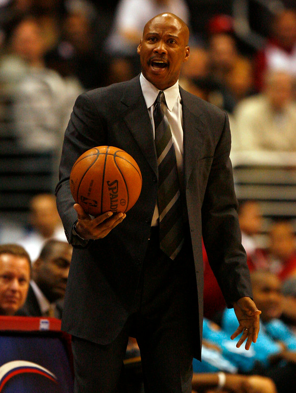 . New Orleans Hornets vs Los Angeles Clippers at the Staples Center in Los Angeles Wednesday night January 2. 2008. Hornets head coach Byron Scott not happy with a foul call. (Keith Birmingham/Pasadena Star-News)